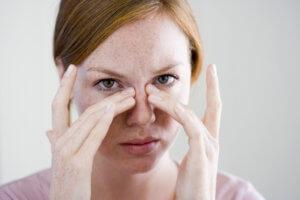 Дополнительные симптомы помогут выявить причину заложенности носа