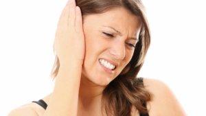 Потеря слуха дополняется тревожными симптомами? – Нужен врач!