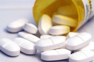 Антибиотики принимают при наличии бактериальной инфекции в горле