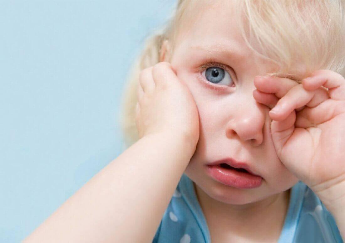 Основные симптомы отита у детей