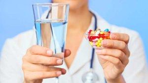 Антибиотики показаны при наличии бактериальной инфекции в горле