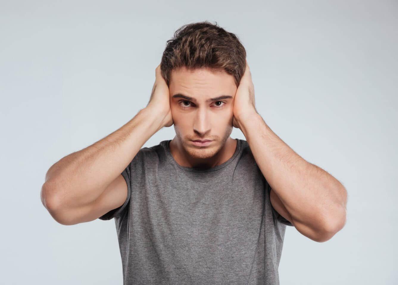 Боль в ушах: диагностика, лечение и возможные осложнения