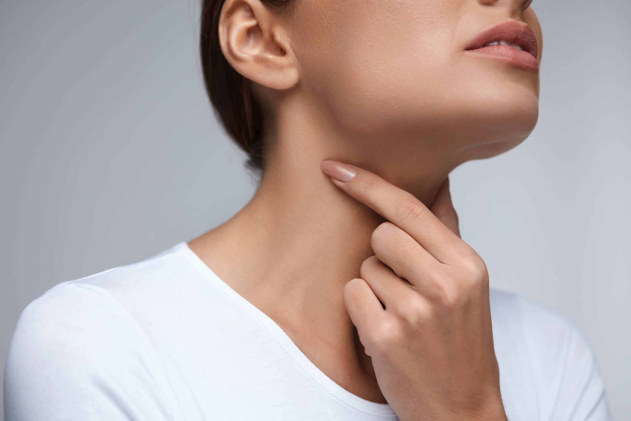 Постоянно болит горло: причины и возможные заболевания