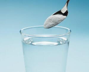 Раствор нужно хорошо размешать, чтобы в нем не плавали кристаллики соли