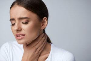 Патологии щитовидной железы и операции на ней могут стать спровоцировать развитие паралича гортани