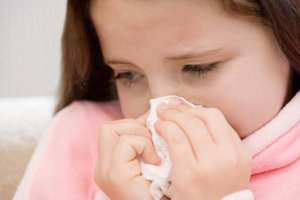 Желтые сопли могут быть признаком бактериальной инфекции