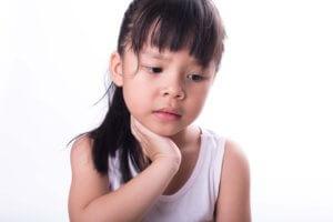 Признаки опухоли в горле у детей