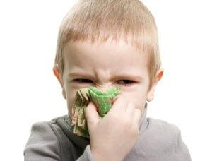 Детям до 4 лет применять спрей запрещено!