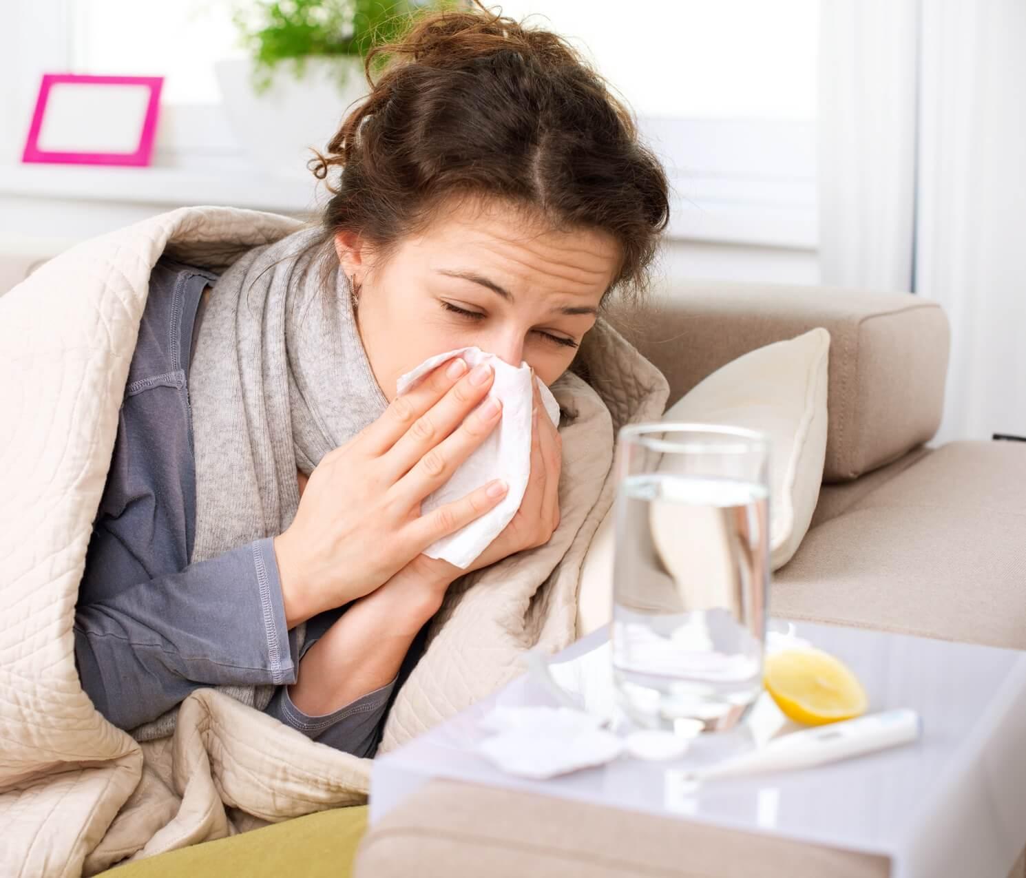 Сколько дней заразен грипп, можно ли инфицироваться после выздоровления больного