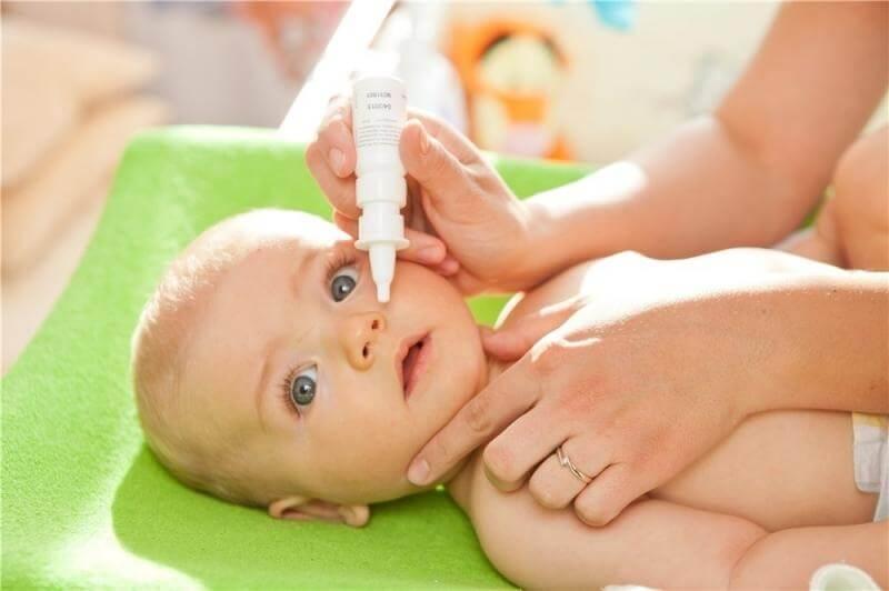 Младенец капли в нос
